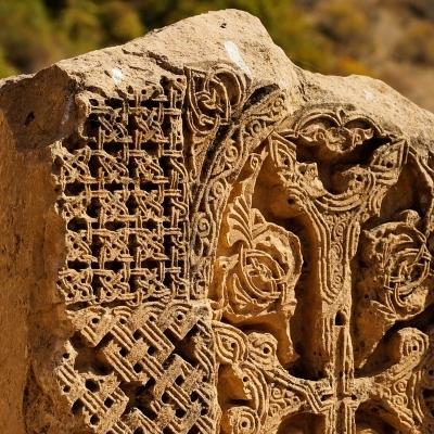 Nel Paese delle croci di pietra
