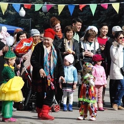 Kazakhstan, in occasione della fioritura Tour Culturali